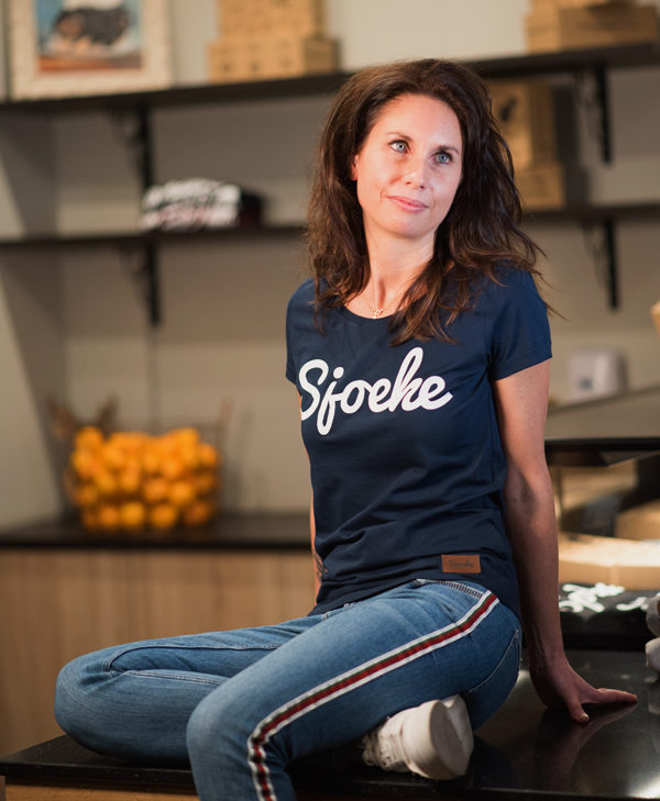 Sjoeke t-shirt navy - CHEEKY&DUTCH, The Fashion Bakery