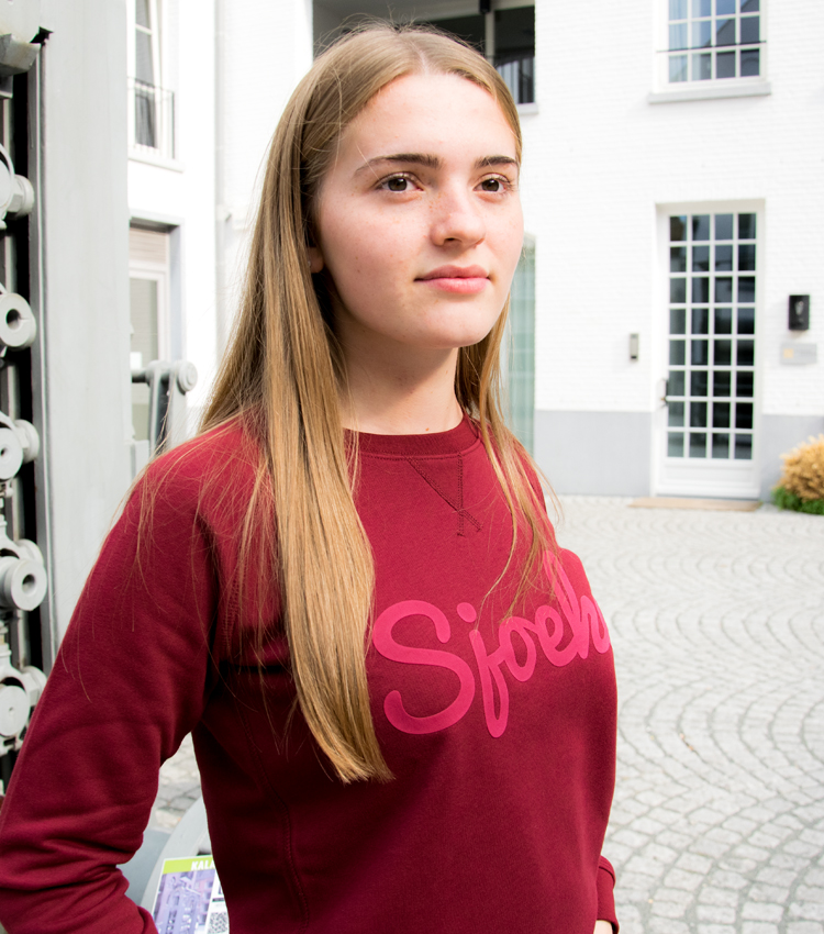 echte Sjoeke sweater burgundy puff - CHEEKY&DUTCH